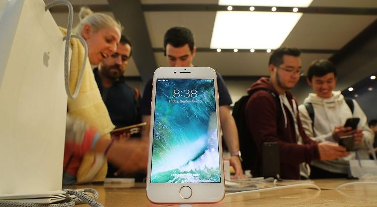 Apple's iPhone 7 And New Apple Watch On Sale In New York