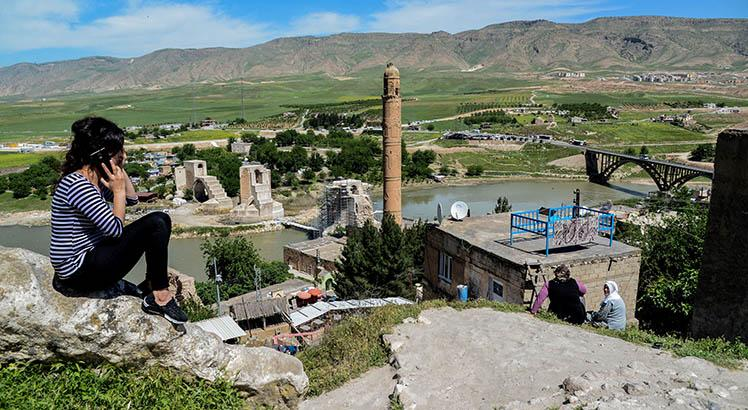 Hasankeyf, nas margens do Tigre. AFP PHOTO / ILYAS AKENGIN