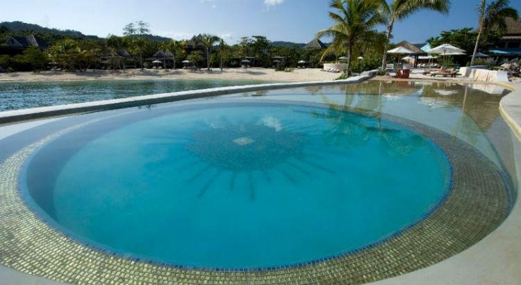 Piscina do hotel GoldenEye