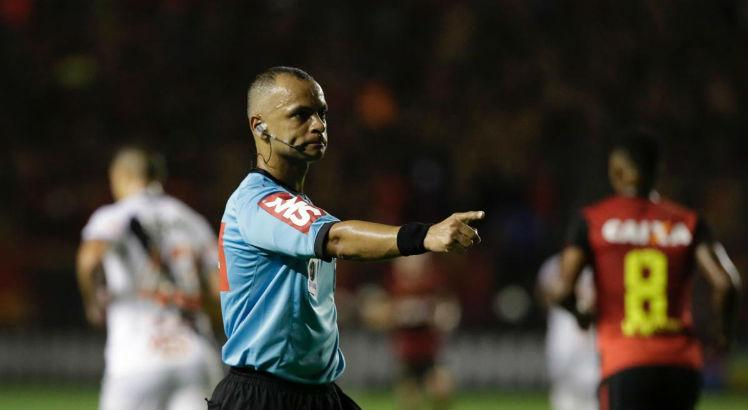 Ao vivo: Blog do Torcedor no Ar repercute arbitragem e VAR escalados para final do Pernambucano
