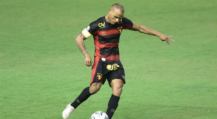 Patric, lateral-direito, Sport, AG